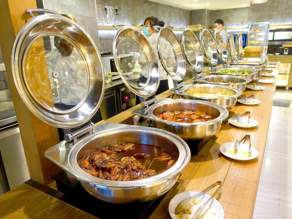 嘉義・文化路夜市すぐのおすすめホテル「蘭桂坊花園酒店」朝食ビュッフェのホットフード