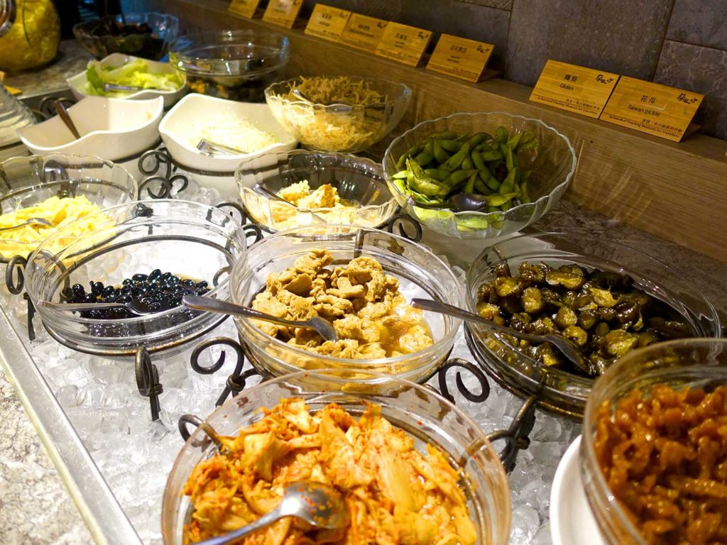 嘉義・文化路夜市すぐのおすすめホテル「蘭桂坊花園酒店」朝食ビュッフェのおかゆトッピング