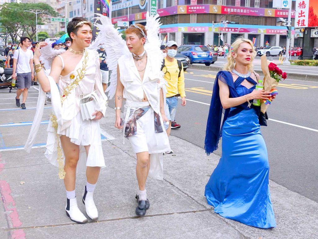 高雄同志遊行(高雄プライド)2020のパレードを天使のコスプレで歩く参加者