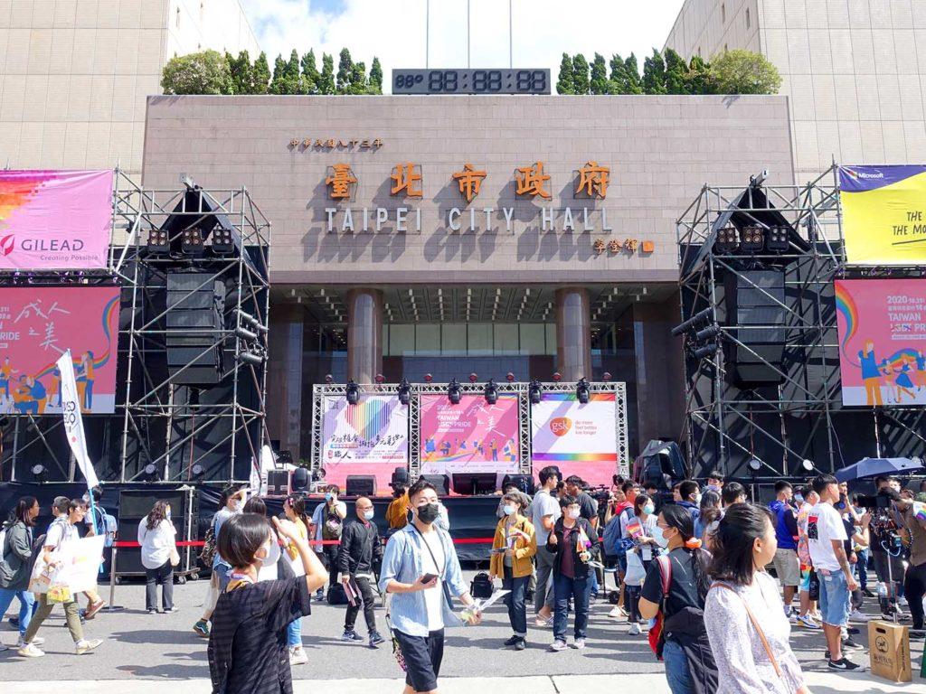 台灣同志遊行(台湾LGBTプライド)2020で台北市政府前広場に設置された特設ステージ