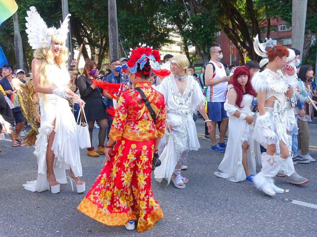 台灣同志遊行(台湾LGBTプライド)2020のパレードをコスプレで歩く参加者
