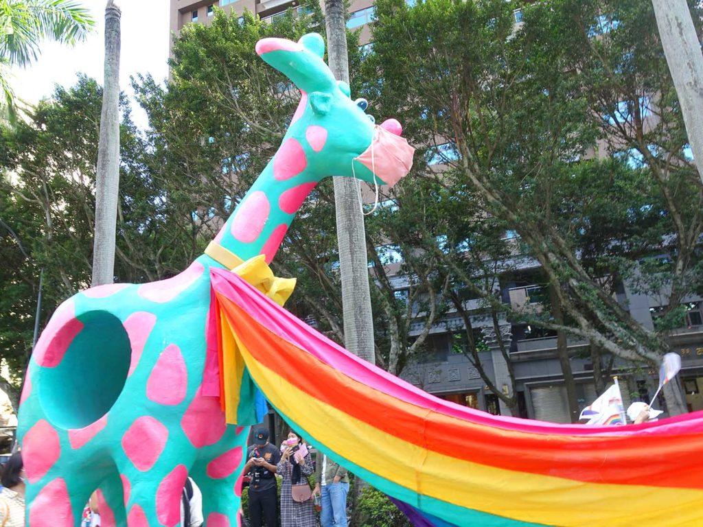 台灣同志遊行(台湾LGBTプライド)2020のパレードに登場した巨大キリン