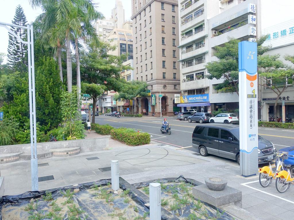 高雄MRT市議會駅1番出口