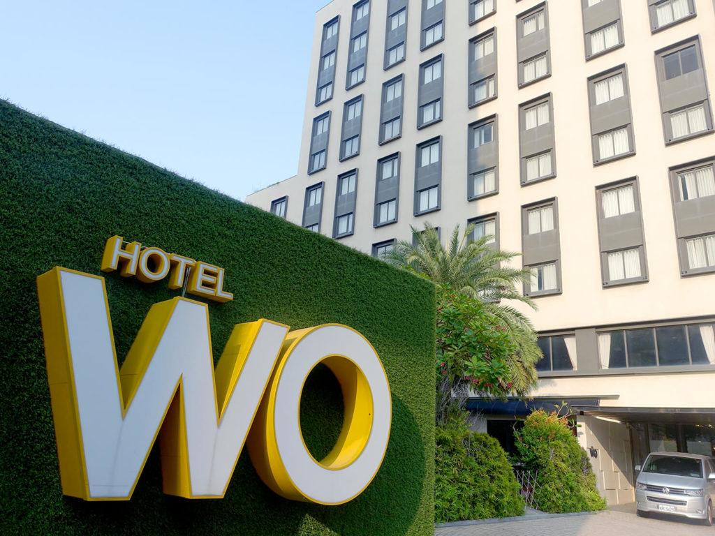 高雄・市議會駅エリアのおすすめホテル「WO Hotel」の駐車場前