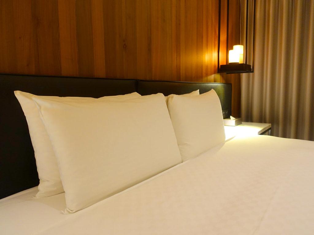 高雄・市議會駅エリアのおすすめホテル「WO Hotel」デラックスダブルのベッド