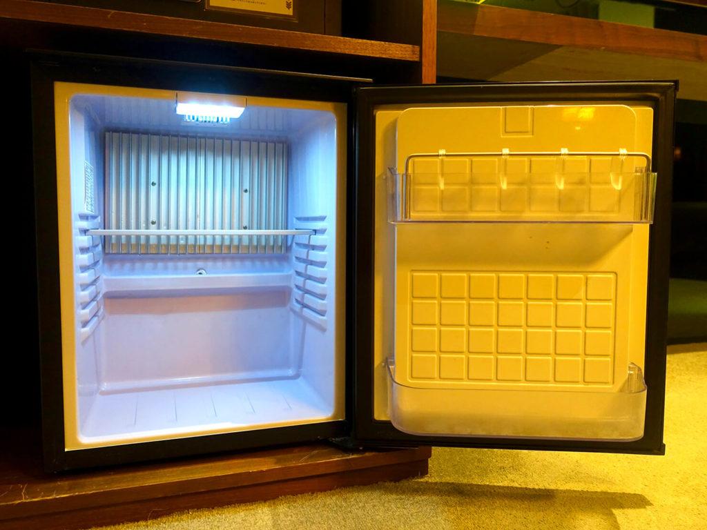 高雄・市議會駅エリアのおすすめホテル「WO Hotel」デラックスダブルの冷蔵庫