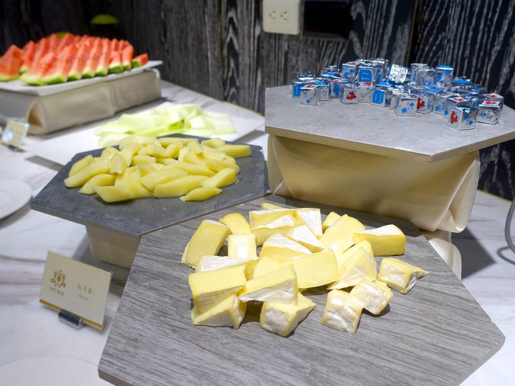 高雄・市議會駅エリアのおすすめホテル「WO Hotel」の朝食ビュッフェ(チーズ)