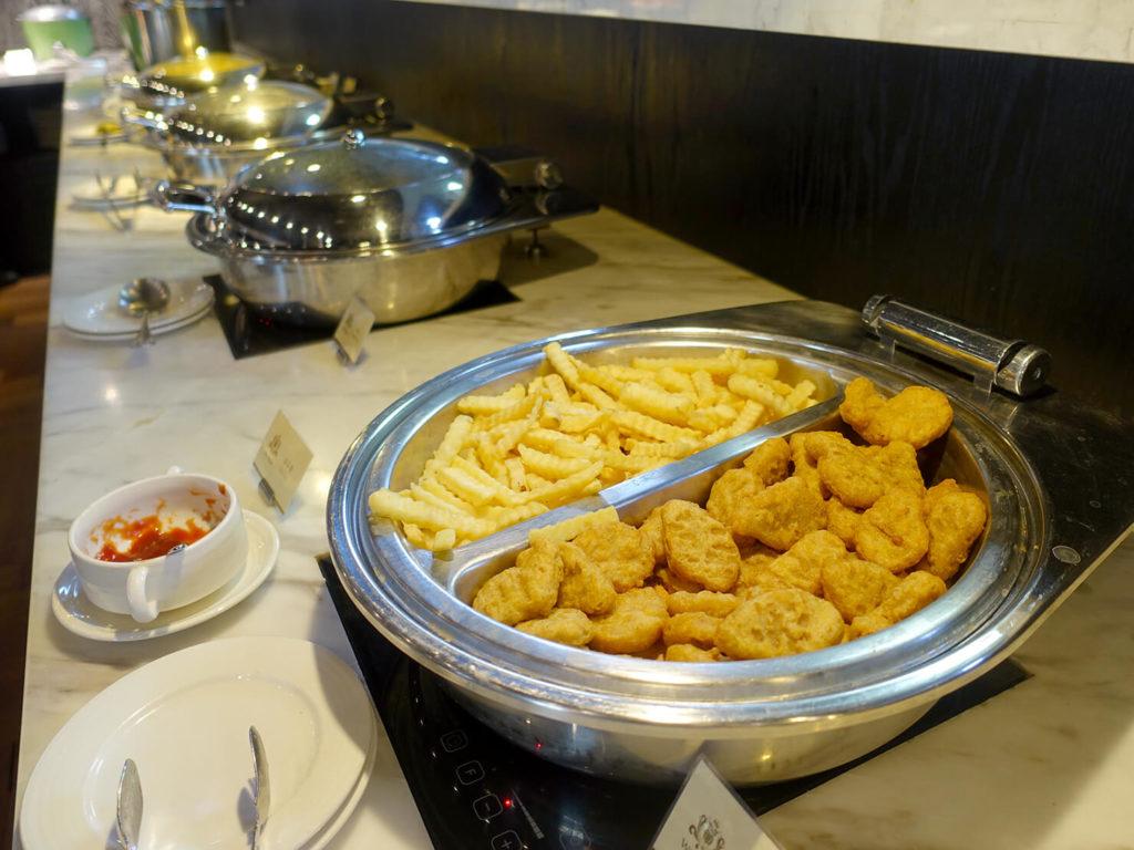 高雄・市議會駅エリアのおすすめホテル「WO Hotel」の朝食ビュッフェ(フライ)