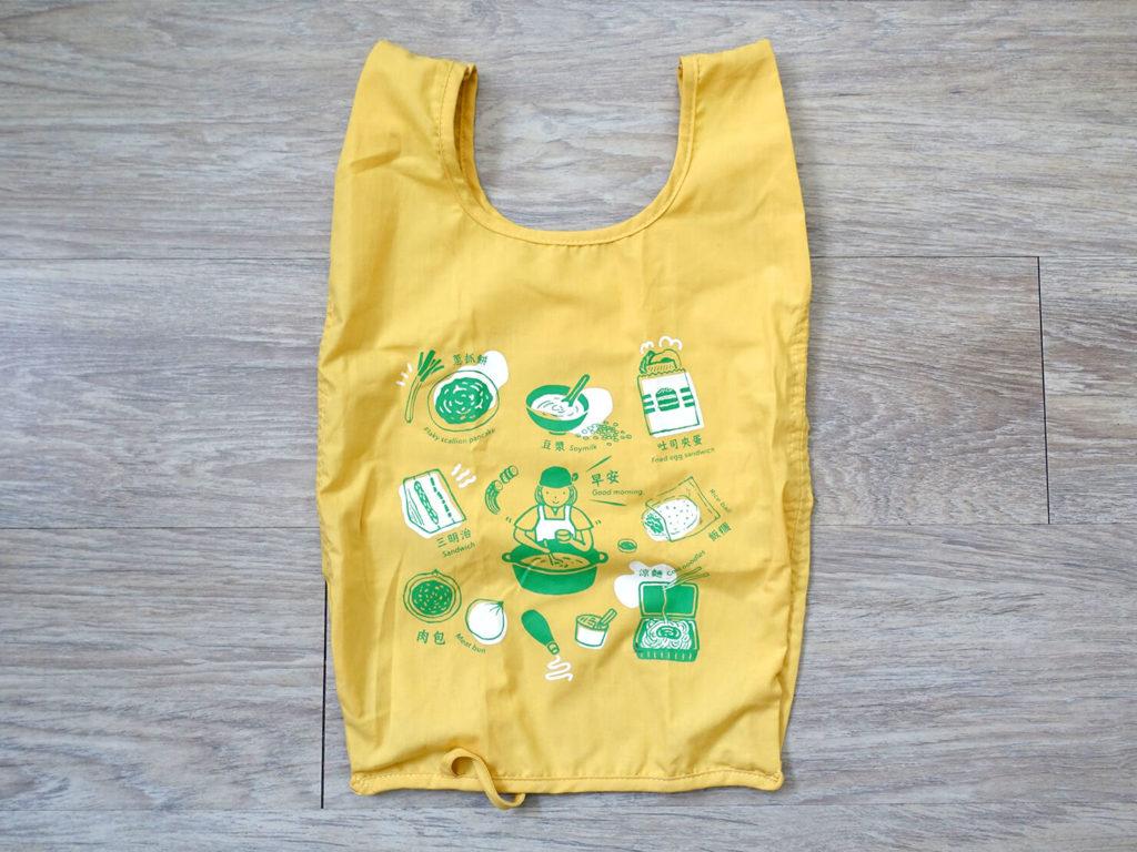 重いカバンを軽量化するために新調した持ち物「印花樂 - 可收捲小背心袋」