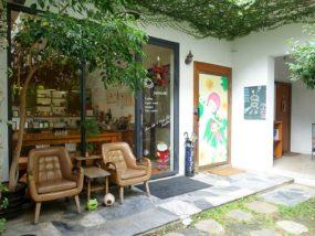 台南のおすすめ古民家ゲストハウス「一緒二咖啡民居」のカフェ入口
