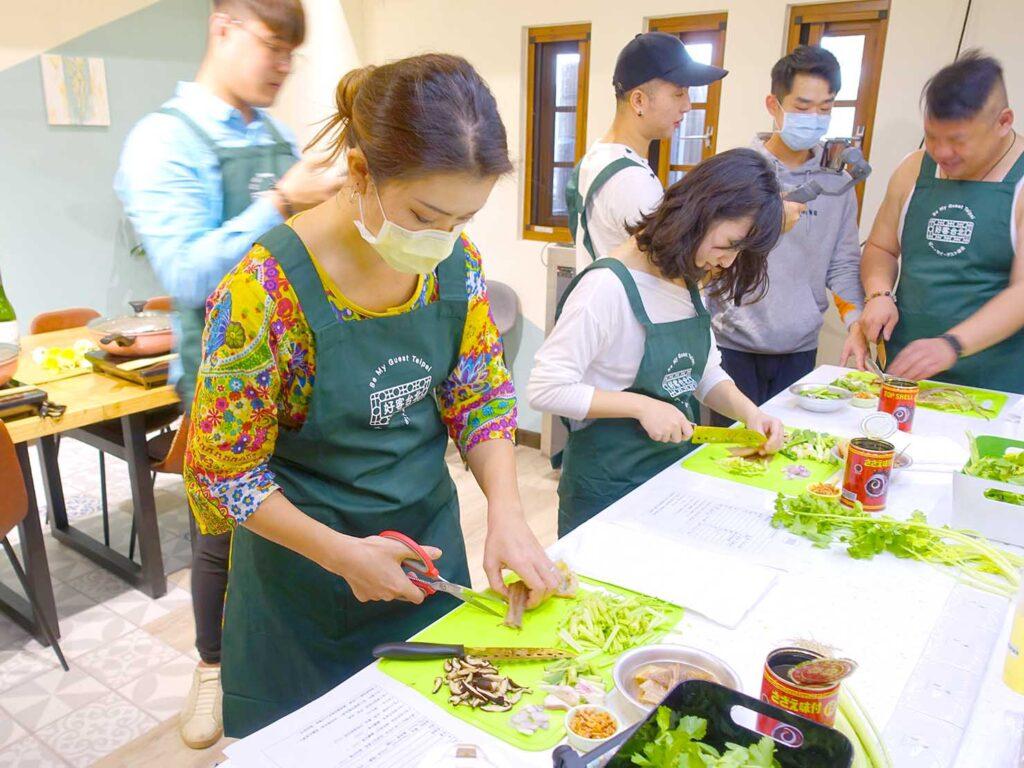 台湾料理教室&プライベートレストラン「好客台北 Be My Guest Taipei」の料理教室に参加中のCocoさん