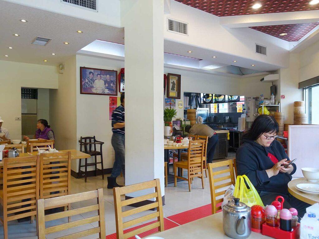 台北・中正紀念堂のおすすめ小籠包店「黃龍莊」の店内