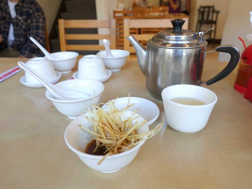 台北・中正紀念堂のおすすめ小籠包店「黃龍莊」のお茶