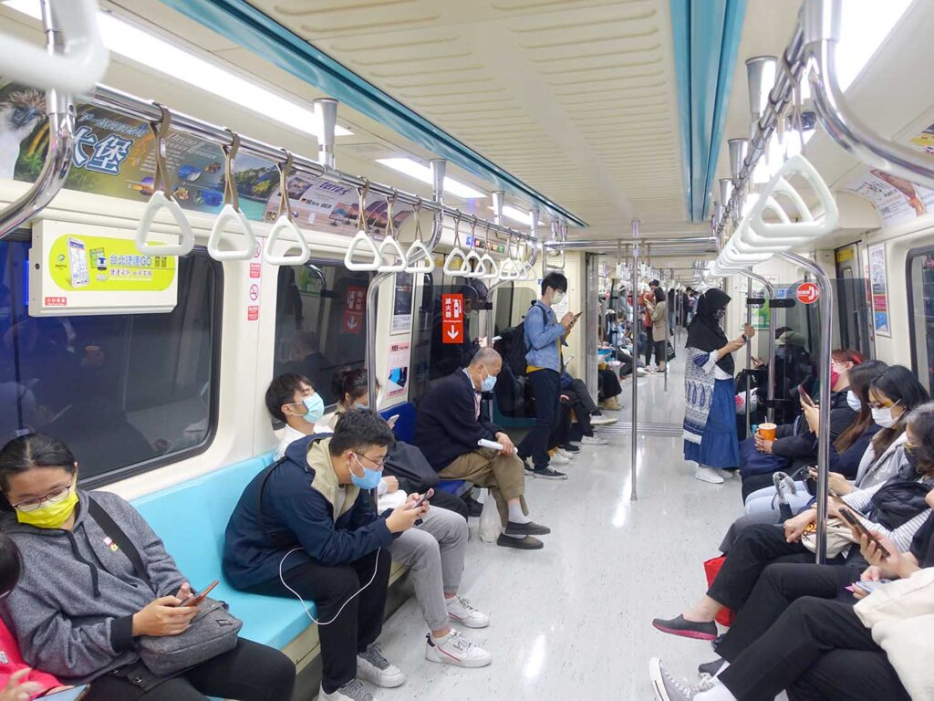 台北MRT板南線の車内