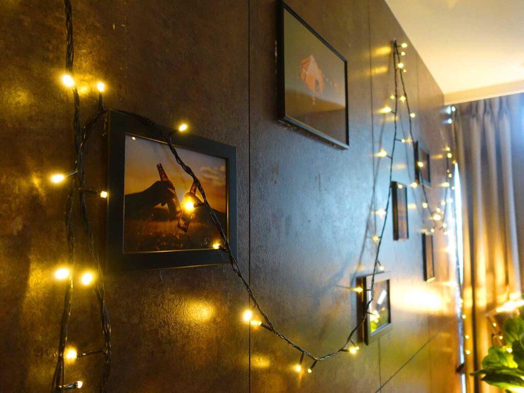 台北のおすすめLGBTフレンドリーホテル「路徒行旅 Roaders Hotel」デラックス・シングルルームに飾られた写真