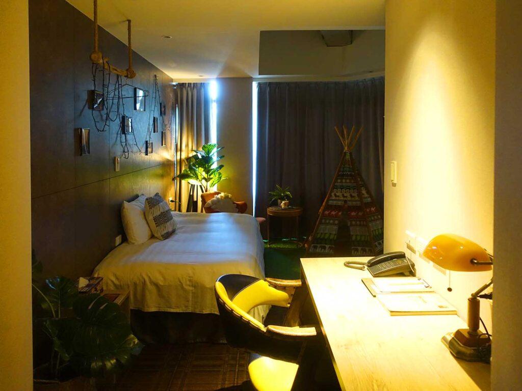 台北のおすすめLGBTフレンドリーホテル「路徒行旅 Roaders Hotel」デラックス・シングルルームを玄関側から
