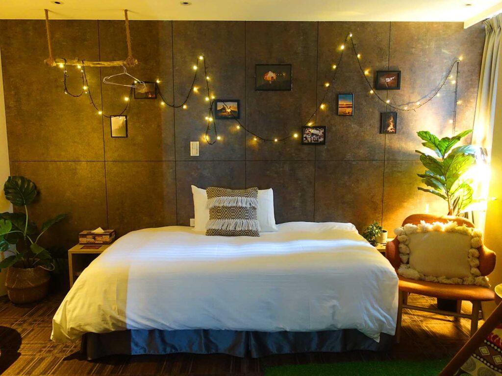 台北のおすすめLGBTフレンドリーホテル「路徒行旅 Roaders Hotel」デラックス・シングルルームのベッド
