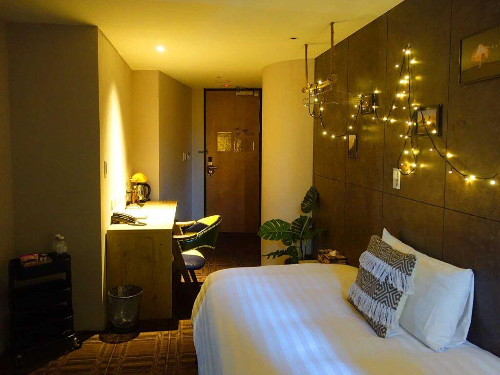 台北のおすすめLGBTフレンドリーホテル「路徒行旅 Roaders Hotel」デラックス・シングルルームを窓側から