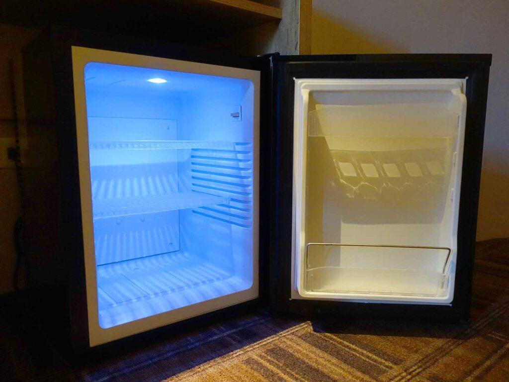 台北のおすすめLGBTフレンドリーホテル「路徒行旅 Roaders Hotel」デラックス・シングルルームの冷蔵庫