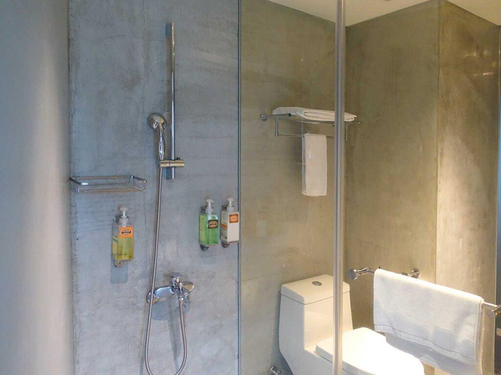 台北のおすすめLGBTフレンドリーホテル「路徒行旅 Roaders Hotel」デラックス・シングルルームのシャワー