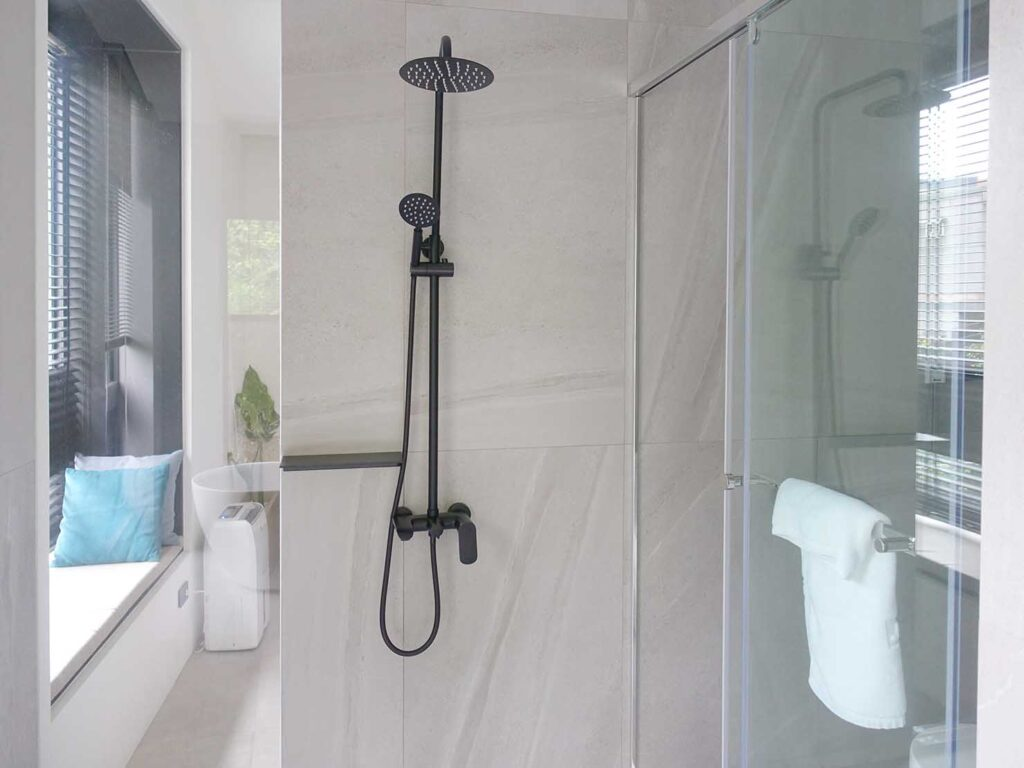 台北・九份のおすすめゲストハウス「九份山午」デラックス・クイーンルームのシャワー