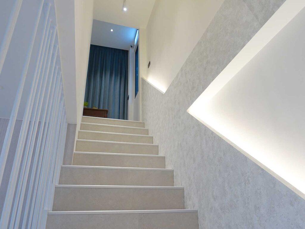 台北・九份のおすすめゲストハウス「九份山午」の階段