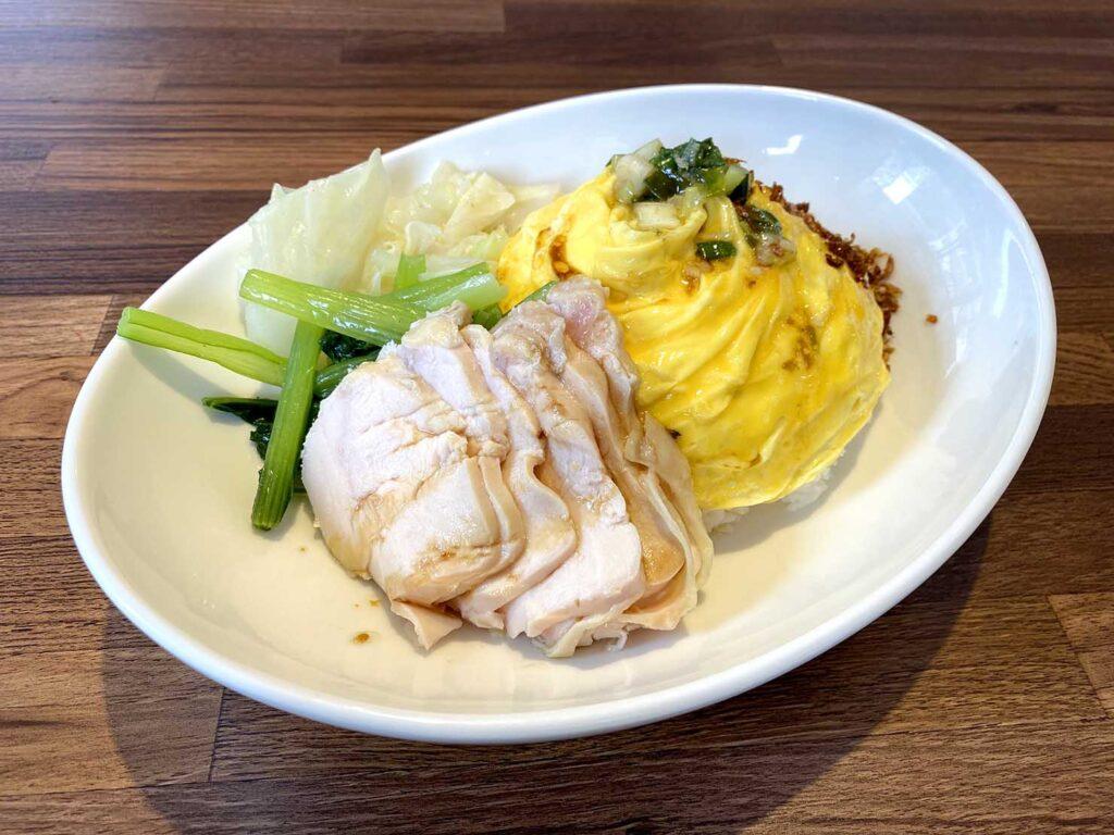 台北で100元ランチ:秘汁舒肥雞肉蛋包飯