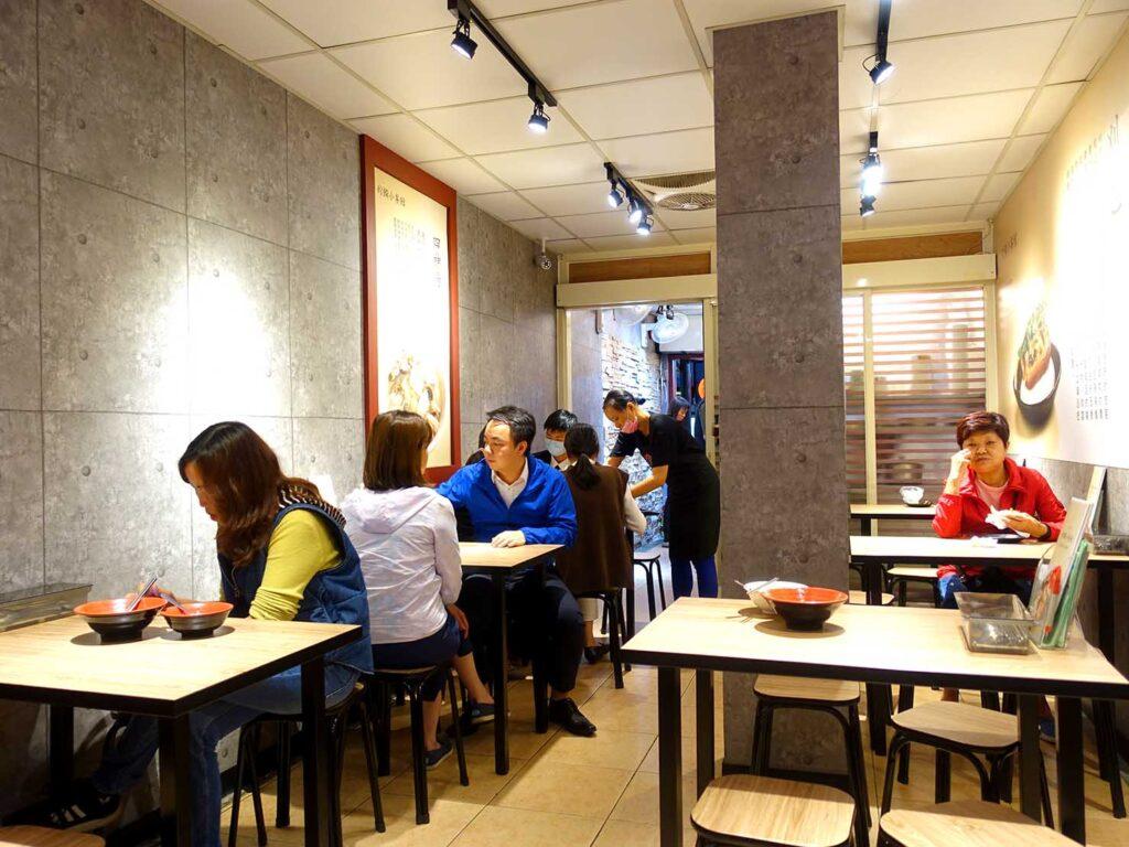 台北・行天宮のおすすめグルメ店「珍饌小餐館」の店内