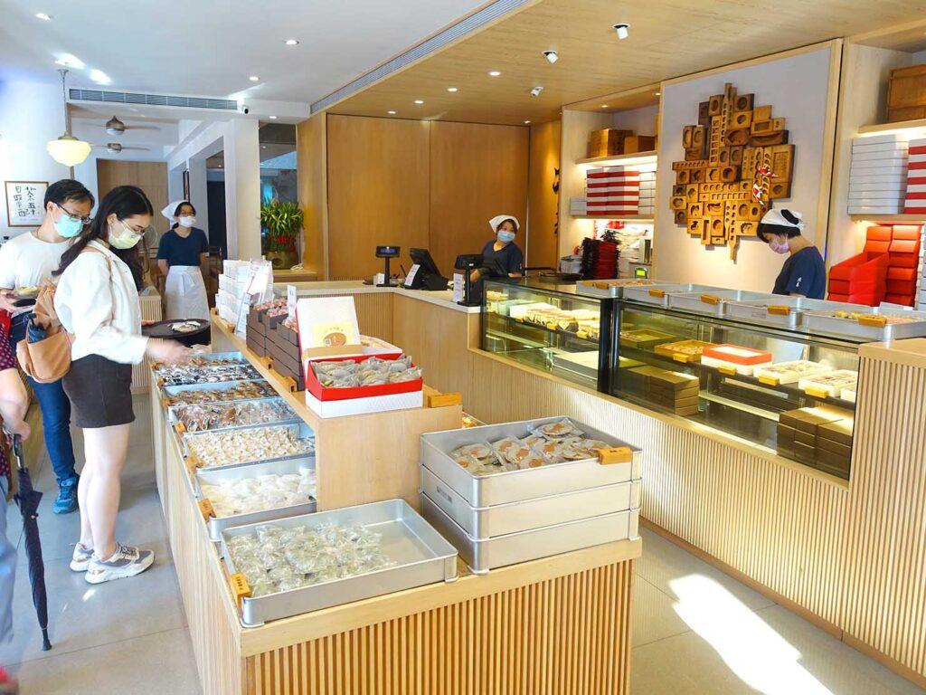 台北・迪化街にある創業70年の和菓子店「滋養製菓」の店内