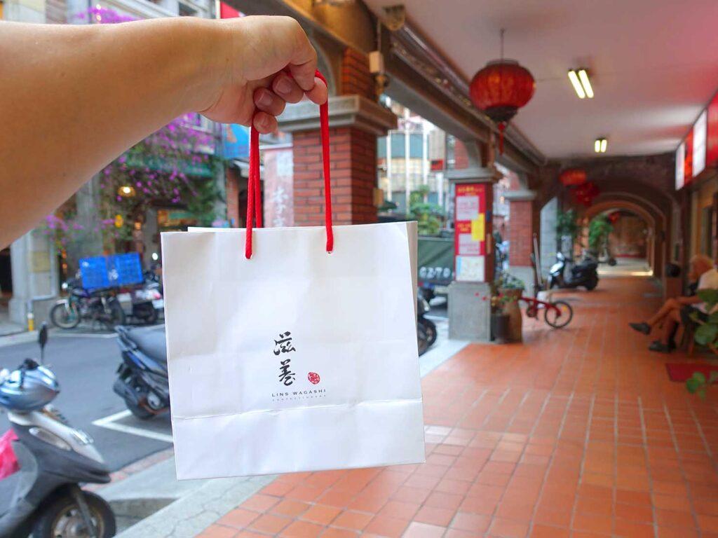 台北・迪化街にある創業70年の和菓子店「滋養製菓」の紙袋