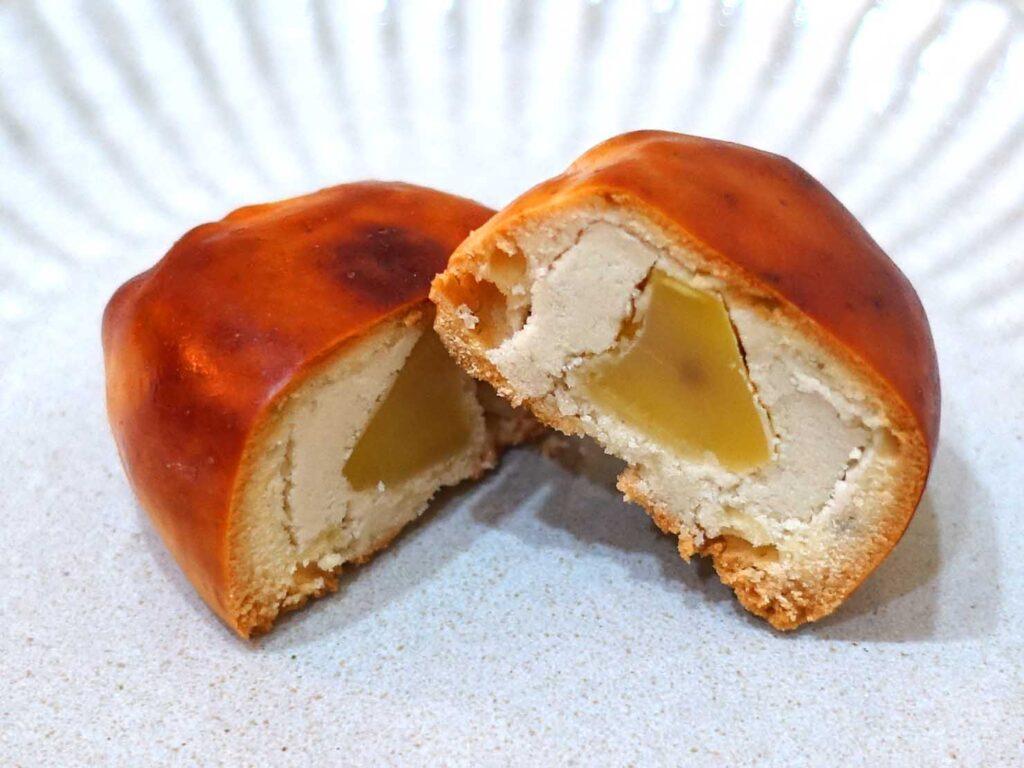 台北・迪化街にある創業70年の和菓子店「滋養製菓」の栗子饅頭クローズアップ
