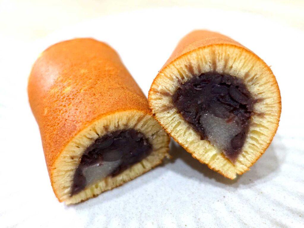 台北・迪化街にある創業70年の和菓子店「滋養製菓」の銅燒麻糬クローズアップ