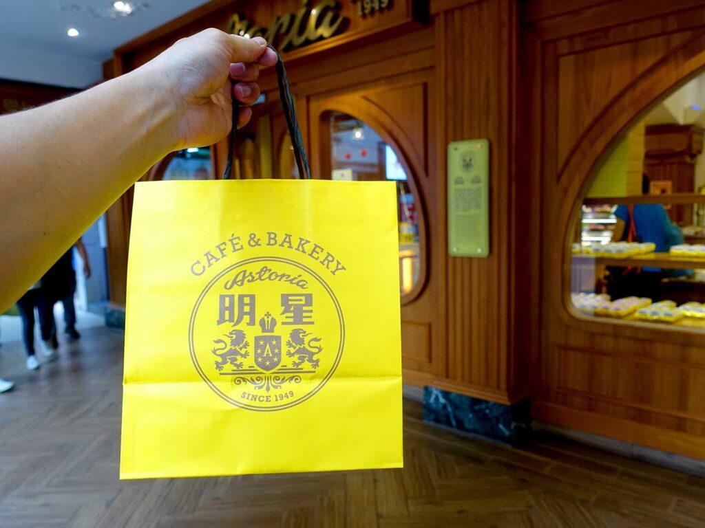 台北駅前エリアにある老舗菓子店「明星西點」の紙袋