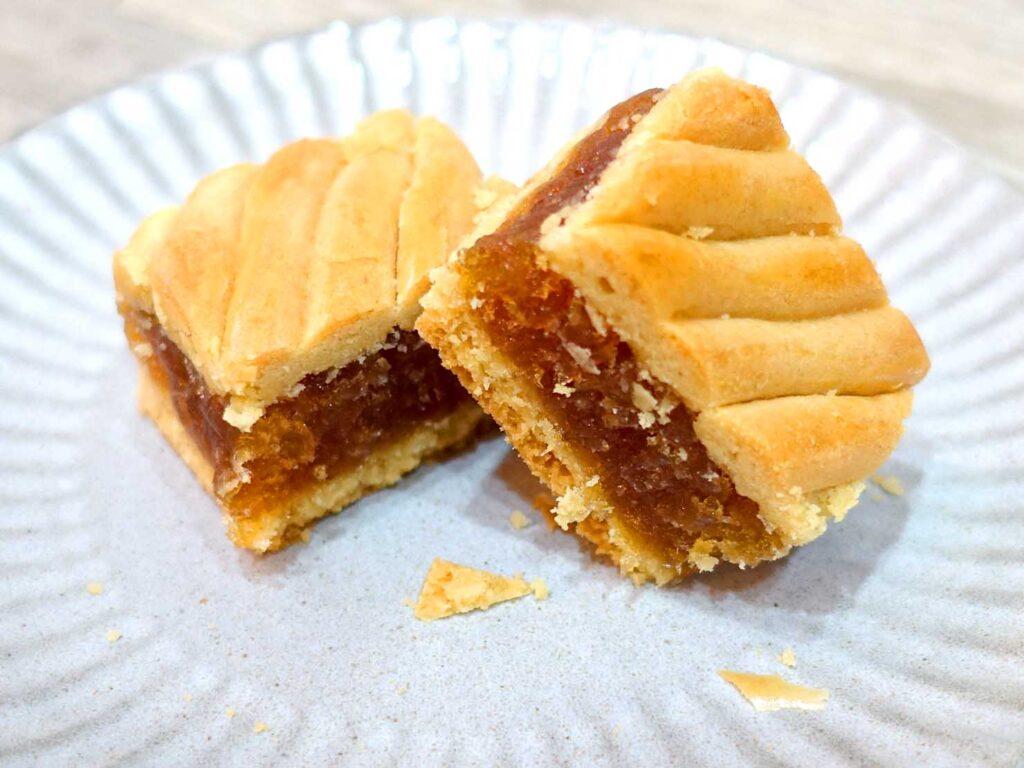 台北駅前エリアにある老舗菓子店「明星西點」の中山式鳳梨酥クローズアップ