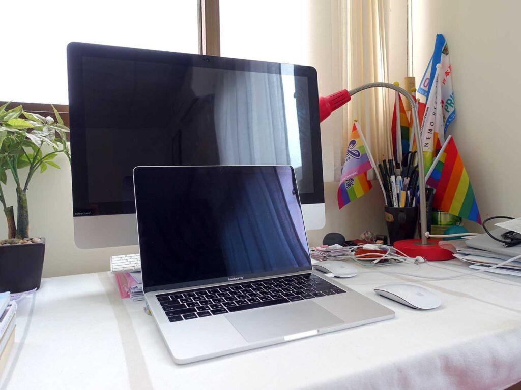 在宅勤務時の自宅のパソコン