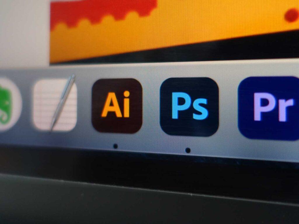 ブログ執筆に愛用中のガジェット「Adobe Photoshop & Illustrator」