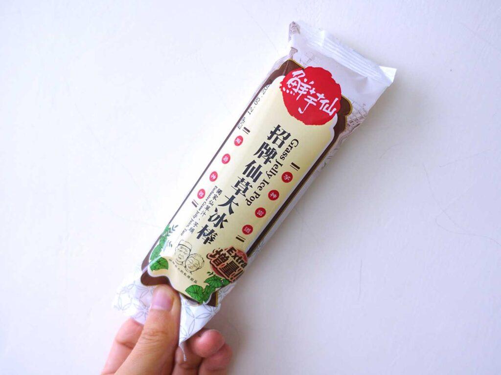 台湾のスーパーで買えるおすすめ箱アイス「招牌仙草大冰淇淋」の小分けパッケージ