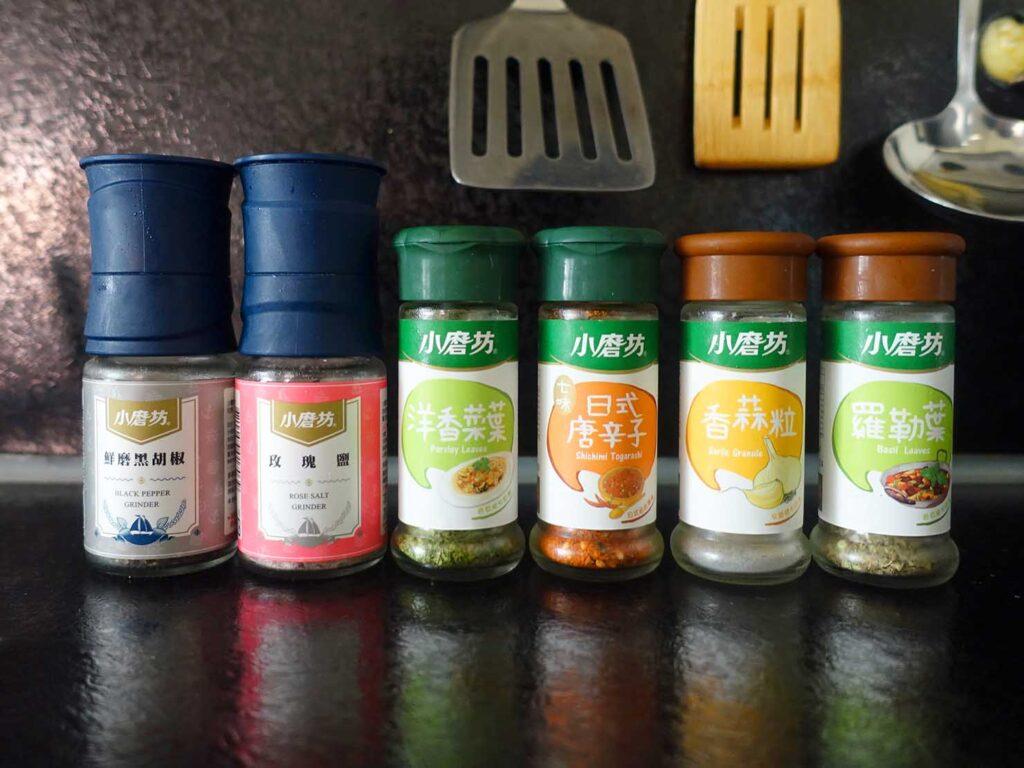 台湾での自炊に活躍中の調味料「小磨坊 香辛料シリーズ」