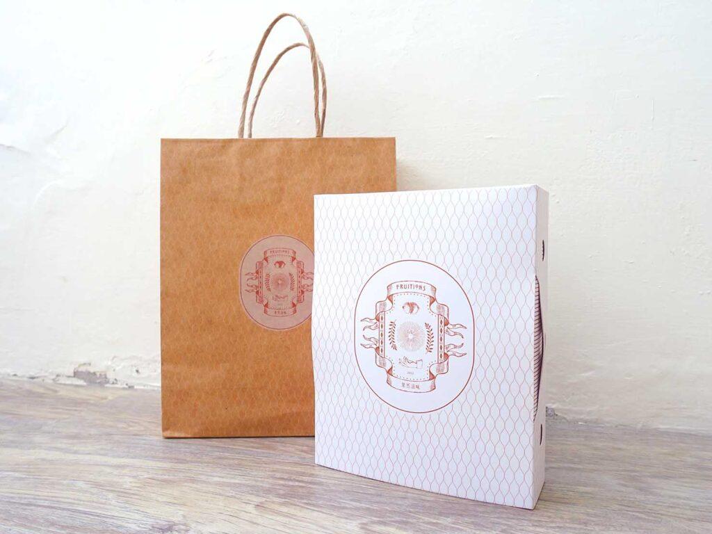 台湾のおすすめドライフルーツブランド「果然滋味」の紙袋と禮盒